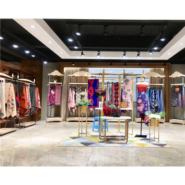 广州品牌羊绒围巾折扣女装专柜正品