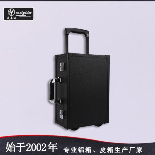 供应PU荔枝纹专业单向轮拉杆化妆箱