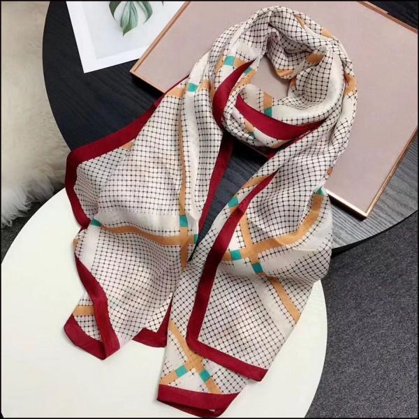 国蕴蚕丝涵作雲丝巾定制品牌