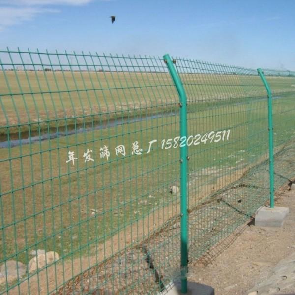 双边丝护栏 高速公路防护栏隔离安全铁丝网片栅栏