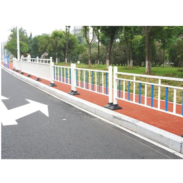 玻璃钢市政护栏也叫做道路护栏具有耐酸碱腐蚀永不生锈等特点
