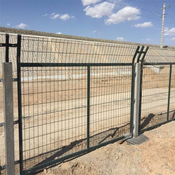 工厂供应8001 8002铁路通线护栏网 铁路防护网