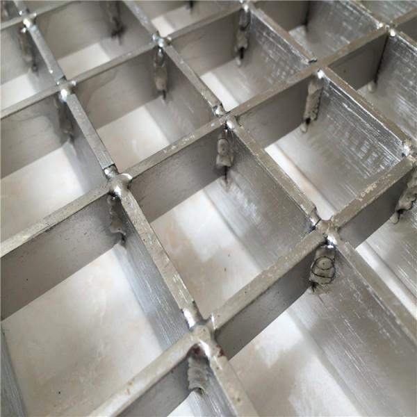 厂家定做304不锈钢钢格板 防滑耐腐踏步板 齿形钢格板