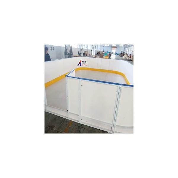 球场围栏A潍坊球场围栏A体育场专用塑料围栏护栏挡板厂家