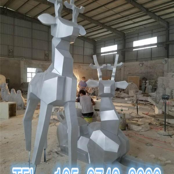 广西小区创意美陈几何切面动物模型玻璃钢长颈鹿雕塑