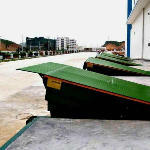 厂家直销固定式登车桥电动液压物流集装箱装卸货神器装车平台